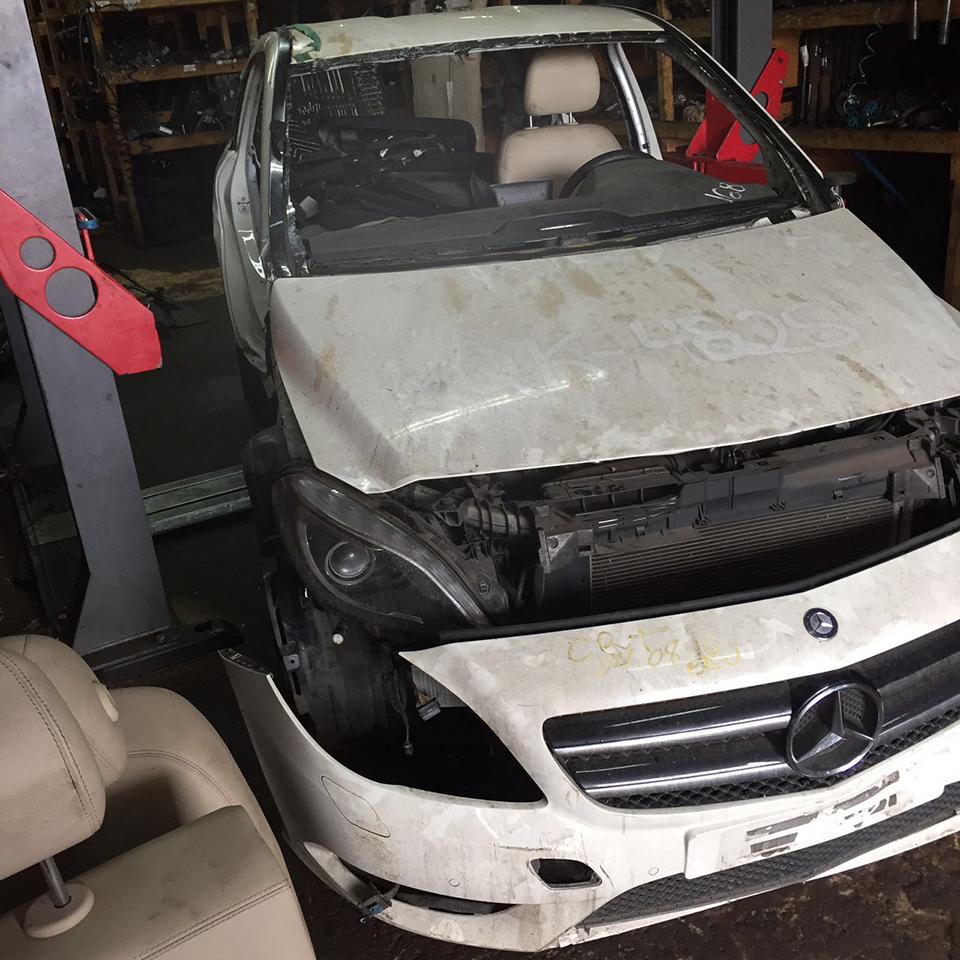 Sucata Mercedes Benz B200 CGI 1.6 156cv 4x2 Automatica Gasolina Ano: 2013/ 2013